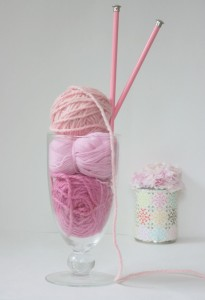 pink-knitting-needles